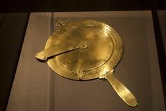 Forntida astrolabium för mäta instrument för sjöman royaltyfri fotografi