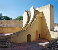 Forntida astronomisk observatorium Jantar Mantar i Jaipur, Rajast Arkivbilder