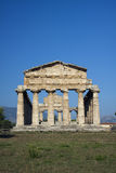 Forntida Athena tempel i Paestum. Royaltyfri Fotografi