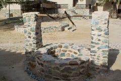 Forntida attraktion-brunn som göras från stenen i arabisk by Royaltyfri Foto