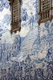 Forntida Azulejo i staden av Porto, Portugal. royaltyfri fotografi