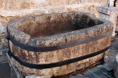 Forntida bad för medeltida gammal sten royaltyfria bilder