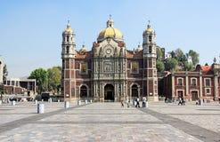 Forntida basilika av vår Mary av Guadalupe, Mexico - stad Arkivbild
