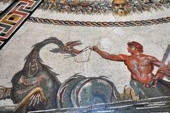 Forntida belagt med tegel golv för mosaik i Vaticanen Royaltyfri Foto