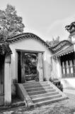 Forntida boningdörrar Fotografering för Bildbyråer