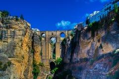 Forntida bro i Ronda, Spanien Arkivfoto