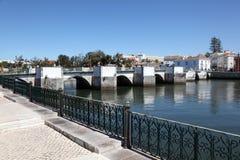 Forntida bro i Tavira, Portugal Arkivfoto