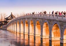 Forntida bro i vinter Fotografering för Bildbyråer
