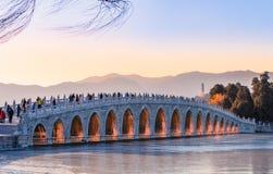 Forntida bro i vinter Royaltyfria Bilder