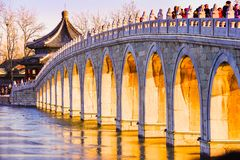 Forntida bro i vinter Royaltyfria Foton