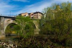 Forntida bro på Roda de Ter Arkivfoto
