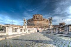 "Forntida bro på Tiber flod""Saint Angelo"" och ""castle S arkivbild"