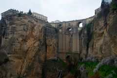 Forntida bro, ronda, andalusia, Spanien Royaltyfri Fotografi