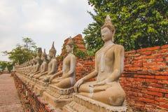 Forntida buddha i tempel Royaltyfria Foton