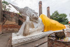 Forntida Buddha i Wat Yai Chaimongkol, Ayutthaya, Thailan Templet är offentlig i Thailand royaltyfri foto