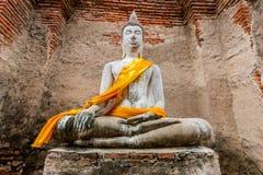 Forntida Buddha i Wat Yai Chaimongkol, Ayutthaya, Thailan Templet är offentlig i Thailand fotografering för bildbyråer