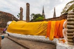 Forntida Buddha i Wat Yai Chaimongkol, Ayutthaya, Thailan Templet är offentlig i Thailand arkivbild