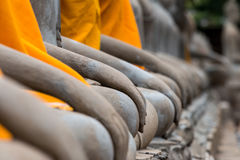 Forntida Buddha i Wat Yai Chaimongkol, Ayutthaya, Thailan Templet är offentlig i Thailand arkivfoto