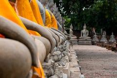 Forntida Buddha i Wat Yai Chaimongkol, Ayutthaya, Thailan Templet är offentlig i Thailand royaltyfria foton