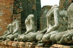 forntida buddha linje statyer royaltyfri foto