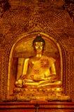 Forntida Buddha som mediterar i Lotus ställing Royaltyfri Foto