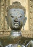 Forntida buddismstaty för halv kropp i den Laos templet Royaltyfri Fotografi