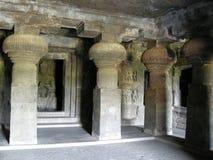 forntida buddistisk grottakloster Arkivbild