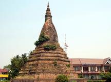 forntida buddistisk stupa Royaltyfria Foton
