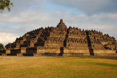 Forntida buddistisk tempel, Boroboduren Royaltyfri Bild