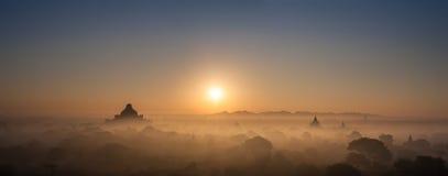 Forntida buddistiska tempel av Bagan Kingdom på soluppgång myanmar Royaltyfri Fotografi