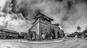 Forntida byggnad i den gamla staden, Kina Arkivbilder