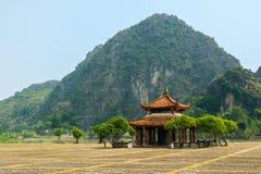 Forntida byggnad nära Hoa Lu forntida huvudstad Royaltyfria Foton