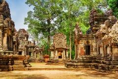 Forntida byggnader av den Thommanon templet i Angkor, Cambodja Royaltyfri Foto
