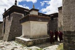 Forntida byggnader för Tashilhunpo kloster Arkivbild