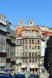 Forntida byggnader och Sé, Porto, Portugal Arkivfoto