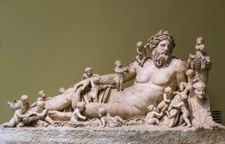Forntida byst av den Nile River guden arkivfoton