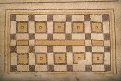 Forntida byzantine naturliga stentegelplattamosaiker med med geometriska modeller, montering Nebo, Jordanien, Mellanösten royaltyfri foto