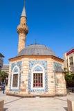 Forntida Camii moské på den Konak fyrkanten i Izmir, Turkiet Royaltyfri Bild