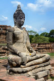 Forntida cementbuddha staty Arkivfoto