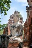 Forntida cementbuddha staty på den förstörda forntida templet Arkivbild