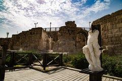 Forntida Cesaria av port Israel Arkivbilder