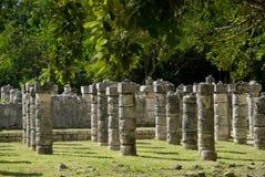 forntida chichen kolonnitzaen mexico royaltyfria bilder