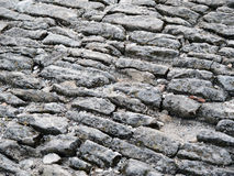Forntida cobblestoned trottoarbakgrund Arkivbilder
