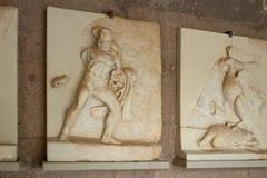 Forntida Corinth, basrelief av Hercules i museet Royaltyfria Bilder