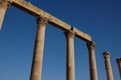 Forntida Corinthiankolonner i den romerska staden Gerasa, i dag Jerash, Jordanien Royaltyfria Foton
