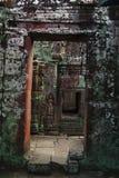 Forntida dörr av Angkor Wat royaltyfri fotografi