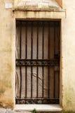 Forntida dörr av en historisk byggnad i Perugia (Tuscany, Italien) Arkivfoton
