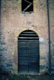 Forntida dörr för vinodling` s i Tuscany 4 Arkivbilder