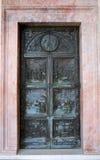 Forntida dörr i den Montecassino abbotskloster, Italien Arkivbilder