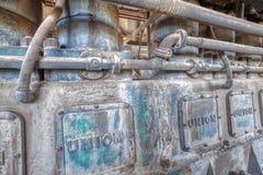 Forntida diesel- generator på gamminspökstaden royaltyfri bild